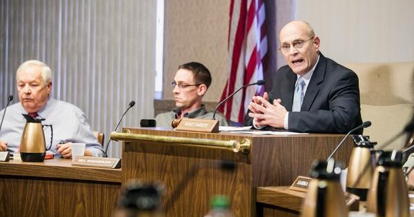 Huntington council votes to demote its chairman