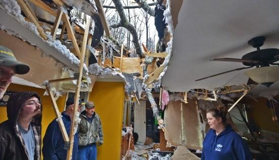 Tree crashes through Kanawha County home