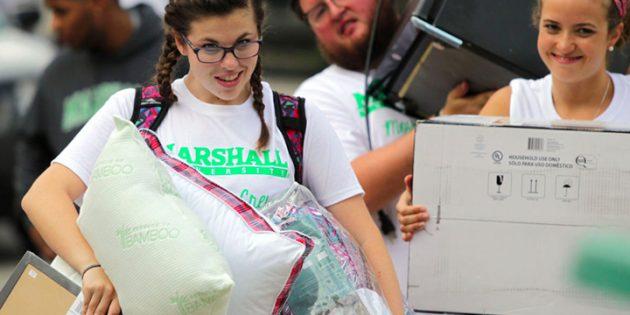 Freshmen move in at Marshall University